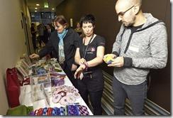 SharePoint 2013 Launch Day bei Microsoft, Am ZUKI Stand wird fleißig eingekauft für den guten Zweck (HATAHET)
