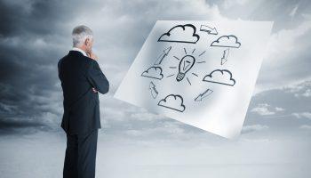 beitragsbild-mann-sucht-loesung-in-den-wolken
