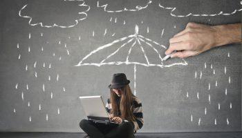 beitragsbild-regen-wolken-regenschirm-online-arbeiten