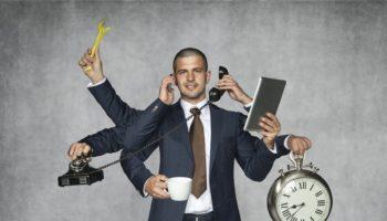 Geschäftsmann übt mehrere Tätigkeiten gleichzeitig aus - Multitasking - Kommunikation
