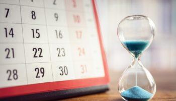 Kalender mit Sanduhr